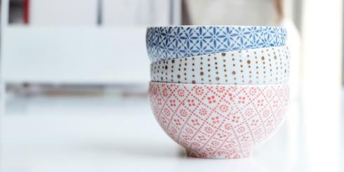 透き通るように薄い、丸直製陶所の磁器