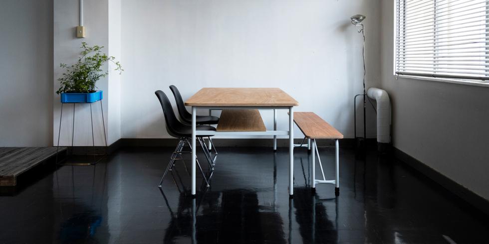 アーカイブから生まれた家具 WORK TABLEとSCHOOL BENCH