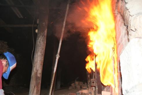 黒薩摩、龍門司焼の窯焚き