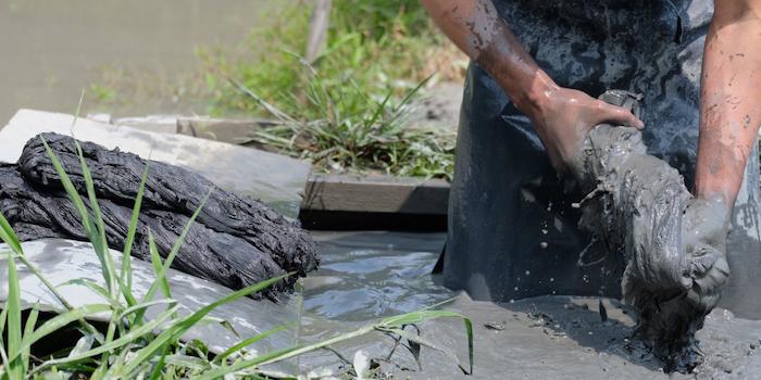 金井工芸「泥染の染め直し受付」